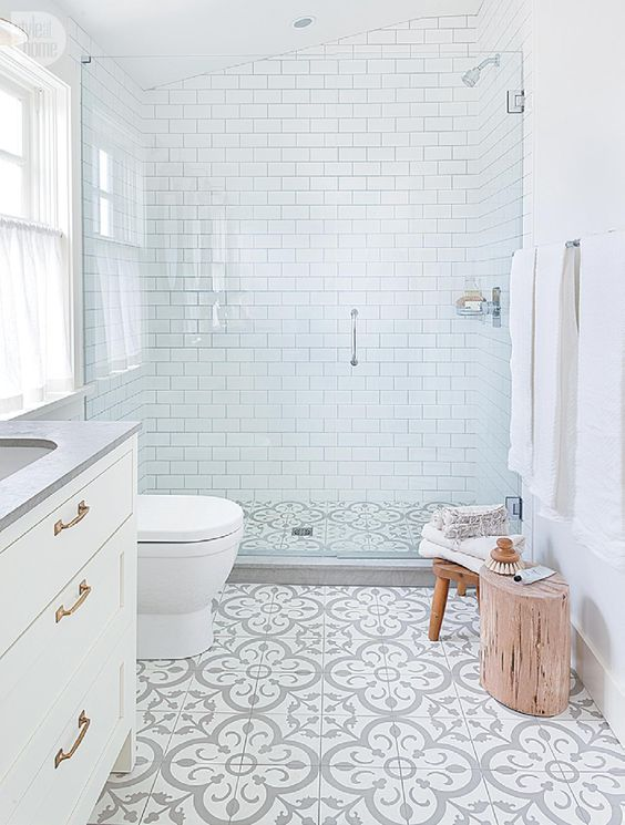 Reformar Baño Pequeno:Grey and White Bathroom Floor Tile