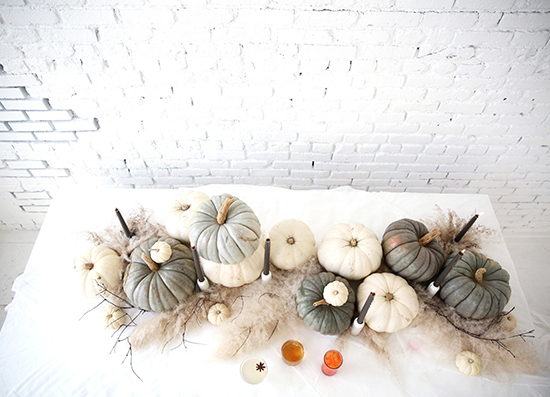 Cómo_decorar_tu_casa_para_Halloween_ideas_inspiraciones_decorar_espacio_gris_blanco