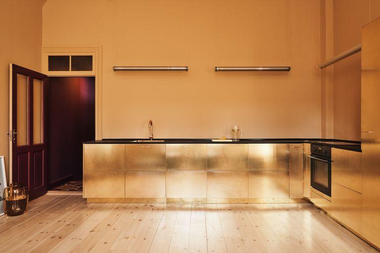 5_Ikea_Hacks_renovar_tu_cocina_diseño_interiores_dorado_idea_inspiración-03